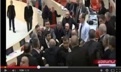 Gürcüstan parlamentində əlbəyaxa dava - VİDEO